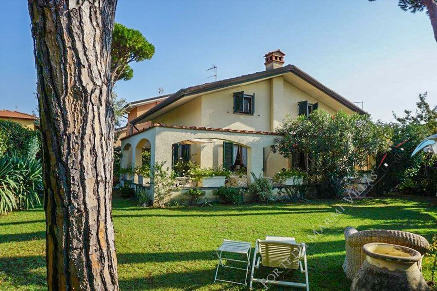 Villa Gemma detached villa to rent Forte dei Marmi