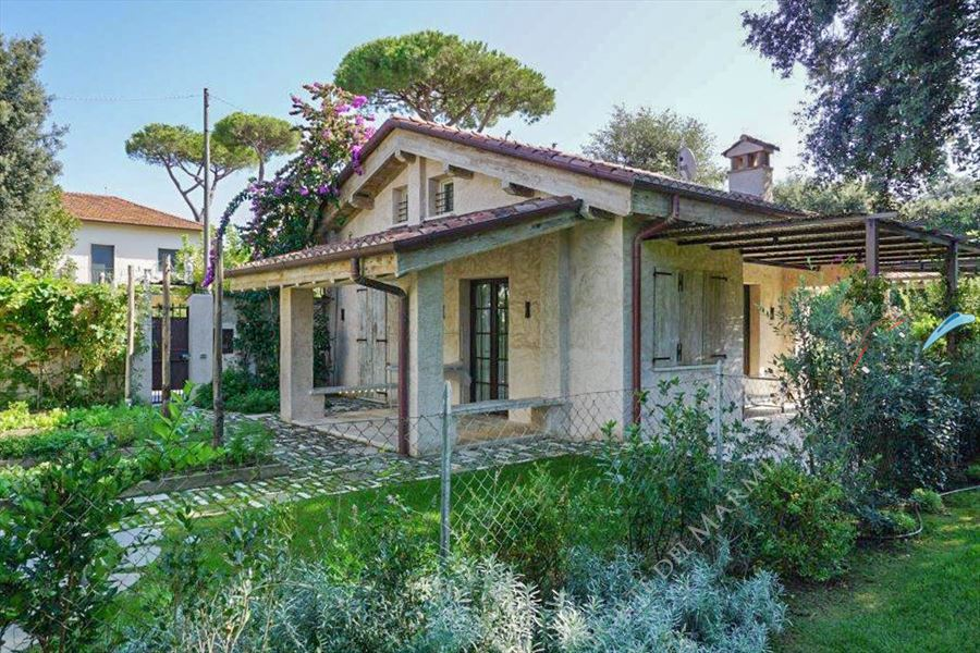 Villetta Chicca Detached villa  to rent  Marina di Pietrasanta