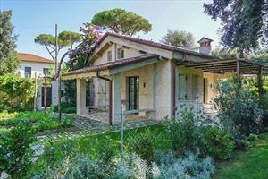 Villetta Chicca : detached villa to rent  Marina di Pietrasanta