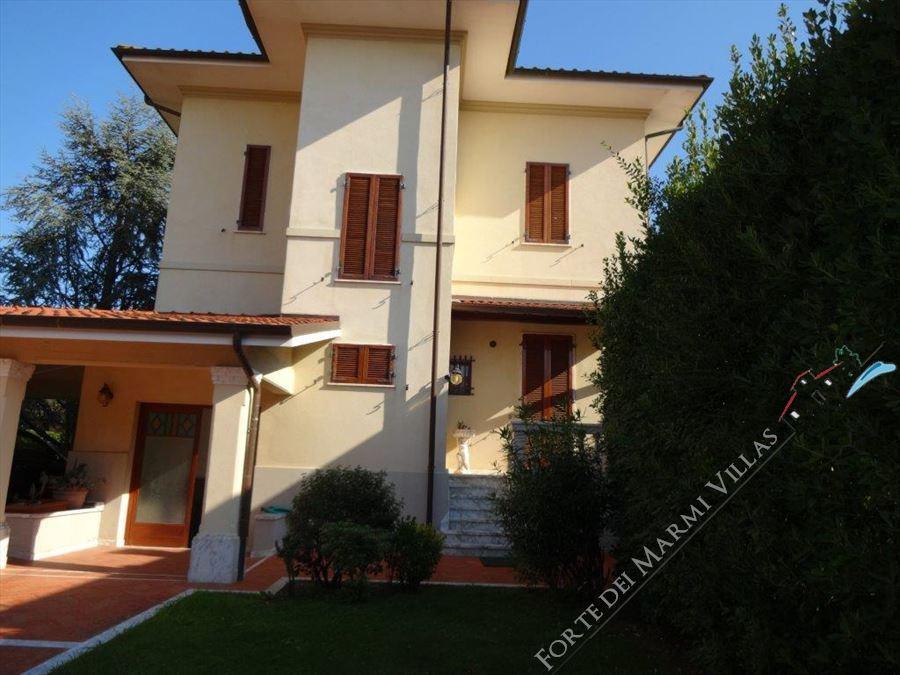 Villa  Liberty Pietrasanta  : Outside view