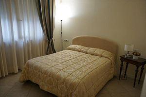 Appartamento dei Pioppi : спальня с двуспальной кроватью