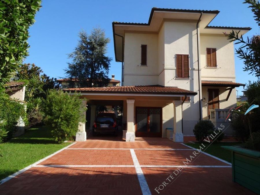 Pietrasanta  Villa Liberty  detached villa to rent and for sale Pietrasanta