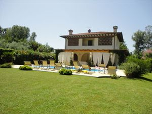 Villa Serenata  : detached villa to rent and for sale Vaiana  Forte dei Marmi