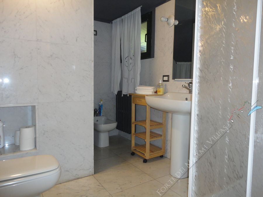 Villa Eden : Bathroom with shower