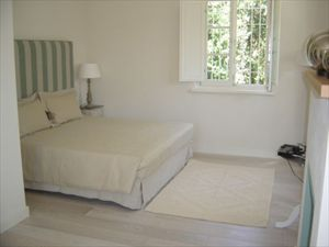 Villa Panerai : спальня с двуспальной кроватью