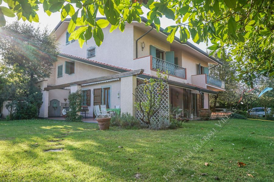 Villa Berenice detached villa to rent and for sale Forte dei Marmi