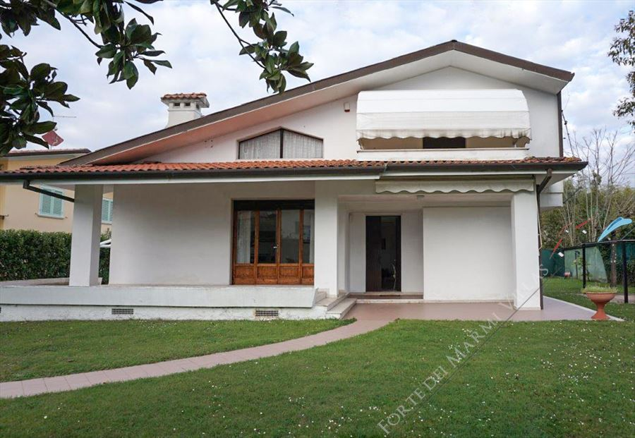 Villa Clara detached villa to rent Forte dei Marmi