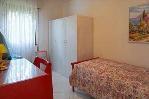 Villa Clara : спальня с односпальной кроватью