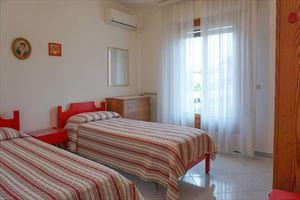 Villa Clara : спальня с двумя кроватями