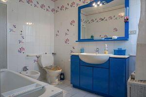 Villa Clara : Ванная комната с ванной