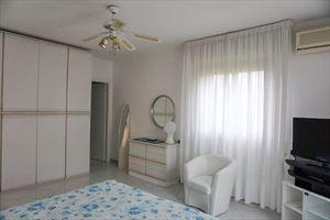 Villa Clara : спальня с двуспальной кроватью