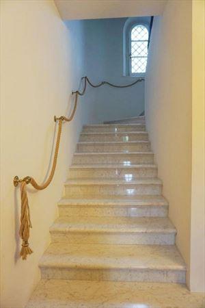 Villa Duchessa : мраморная лестница