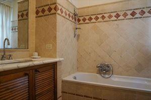 Villa Duchessa : Ванная комната с ванной