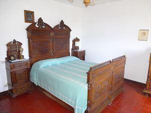 Villa Massarosa : спальня с двуспальной кроватью
