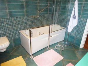Villa Palatina   : Bathroom with tube
