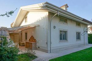 Villa Marilyn : detached villa to rent Centro storico Forte dei Marmi