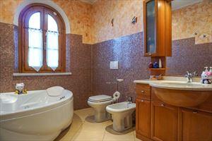 Villa Viola : Bagno con vasca
