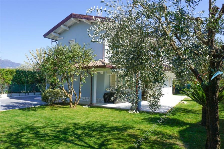 Villa Eros detached villa to rent Forte dei Marmi