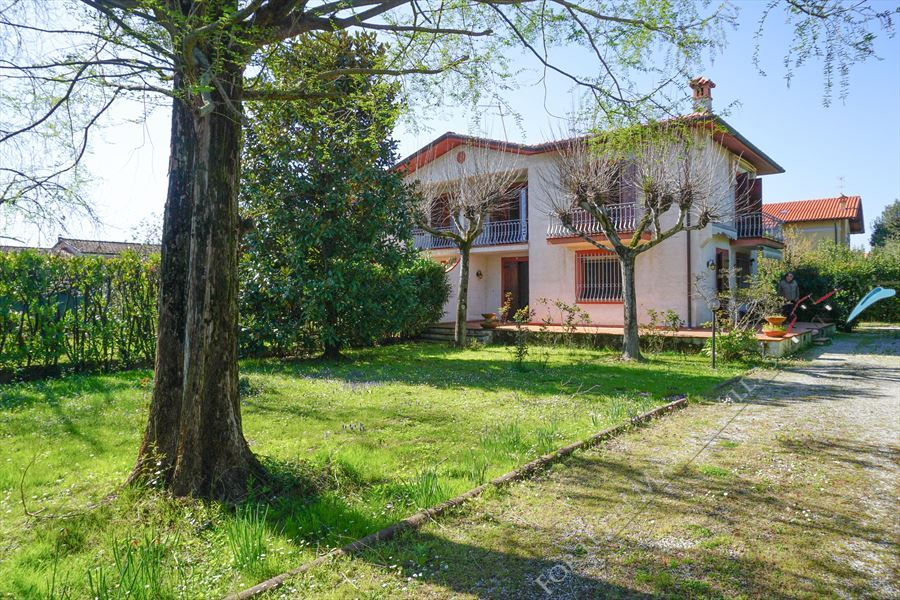 Villa Morena detached villa to rent and for sale Forte dei Marmi