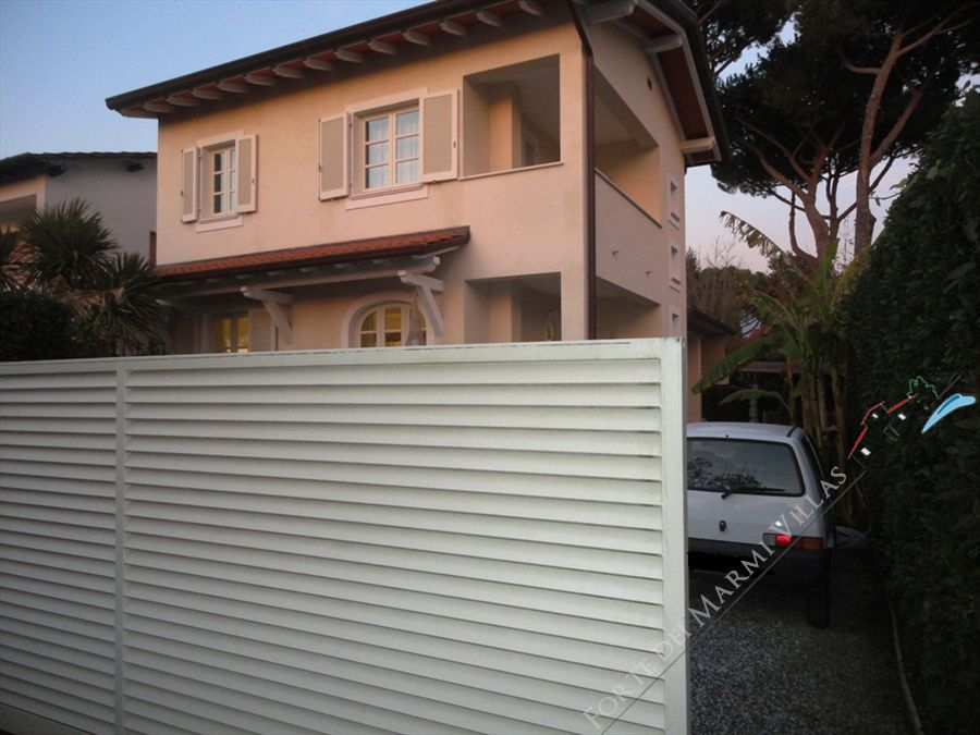 Villa Edera detached villa to rent Forte dei Marmi