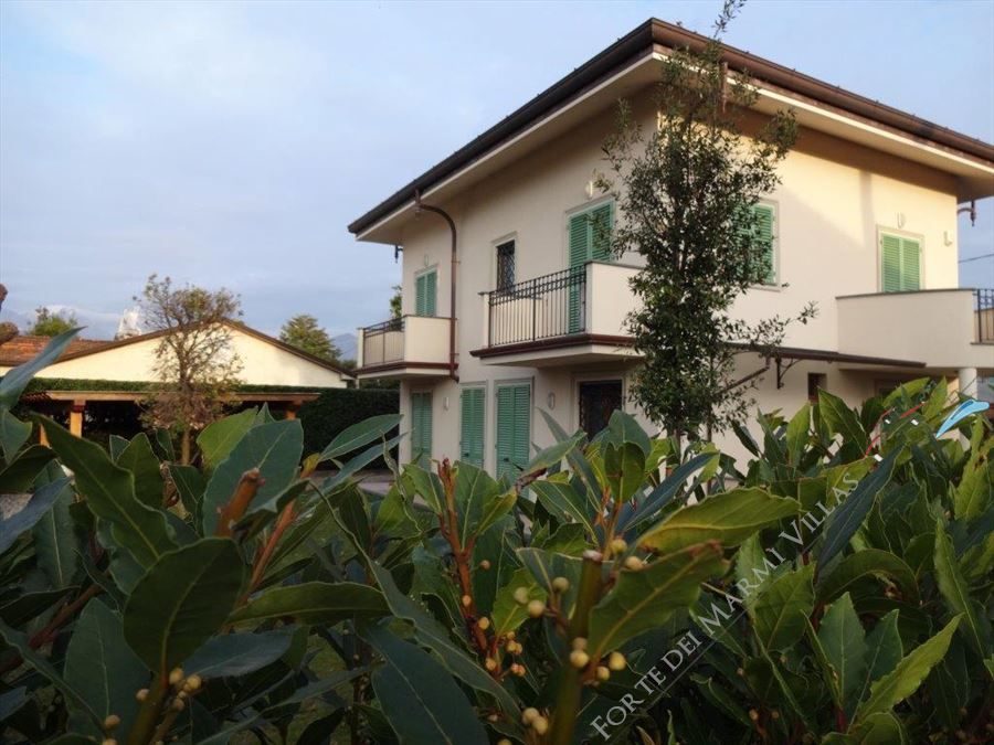 Villa Clivia Forte detached villa to rent and for sale Forte dei Marmi
