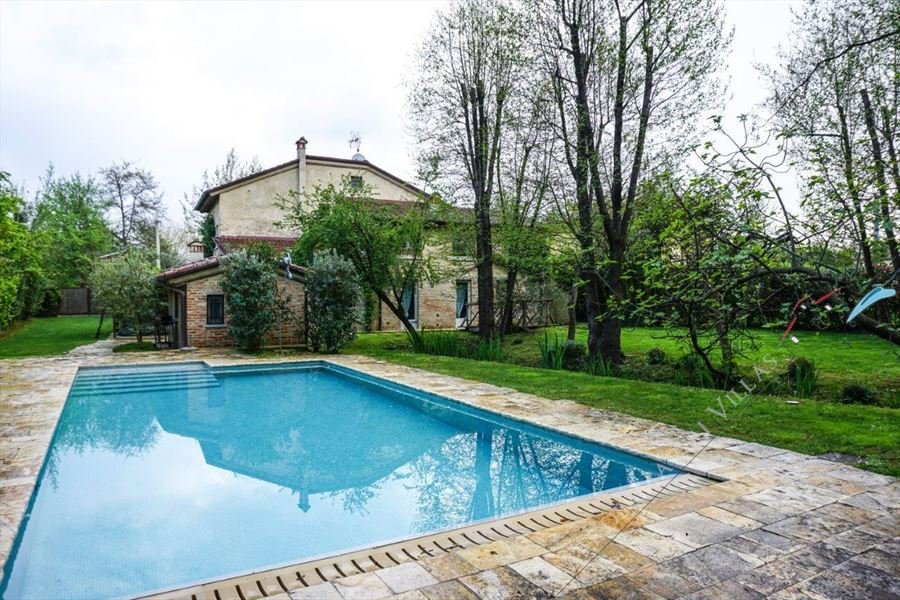 Villa Lavanda detached villa to rent and for sale Forte dei Marmi