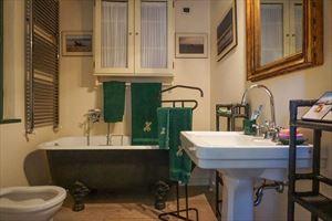Appartamento Mediceo : Ванная комната с ванной