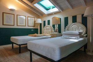 Appartamento Mediceo : спальня с двумя кроватями