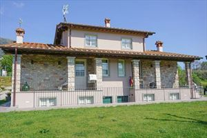 Villa Sorriso : Detached villa Camaiore