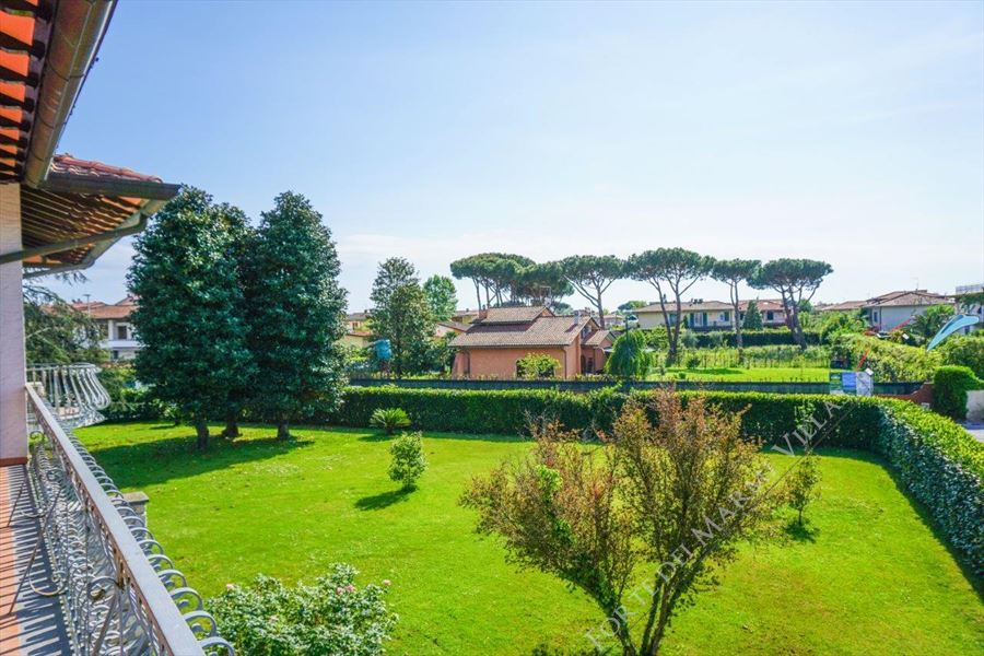 Villa Nike detached villa to rent and for sale Forte dei Marmi