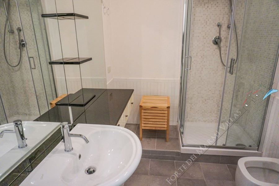 Villa Maestrale : Bathroom with shower
