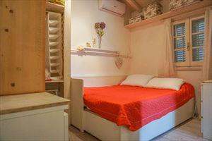Bilocale Lucciola : спальня с двуспальной кроватью