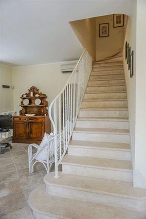 Villa Maddalena : мраморная лестница