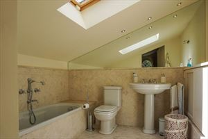 Villa Maddalena : Bathroom with tube