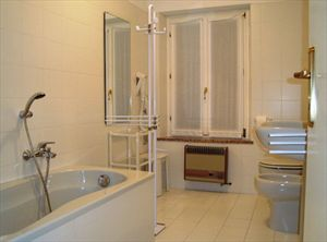 Borgo Asti : Bathroom with tube
