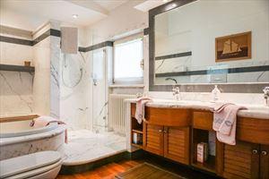 Villa Begonia : Bagno con doccia