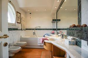Villa Begonia : Bagno con vasca