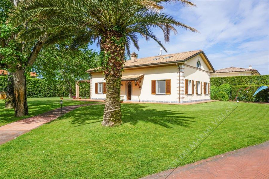Villa Begonia detached villa to rent Forte dei Marmi