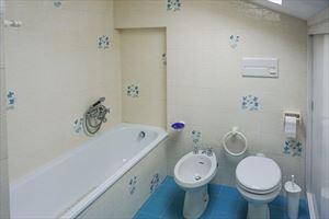Villa Anna : Ванная комната с ванной