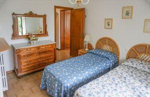 Villa Anna : спальня с двумя кроватями