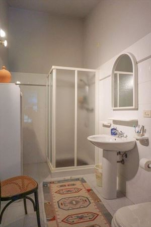 Villa Pietra Serena : Bathroom with shower