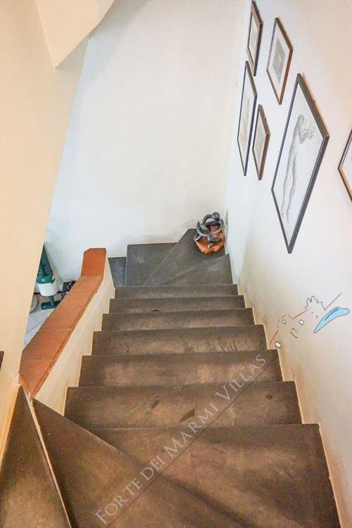 Villa Pietra Serena : Marble stairs