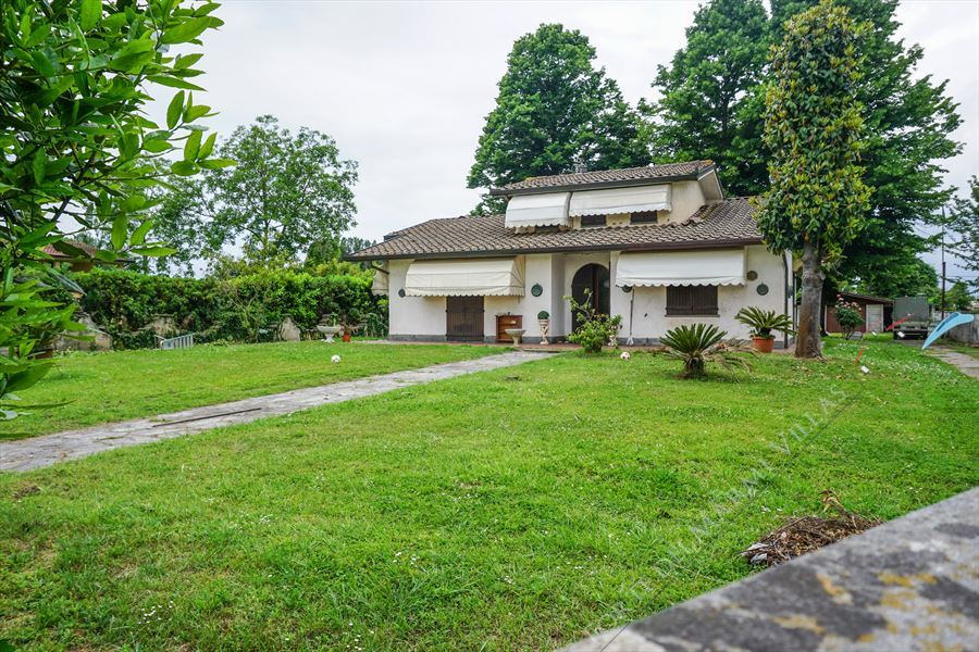 Rustico con Dependance - Detached villa For Sale Pietrasanta