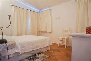 Villa Porto Cervo : спальня с двуспальной кроватью