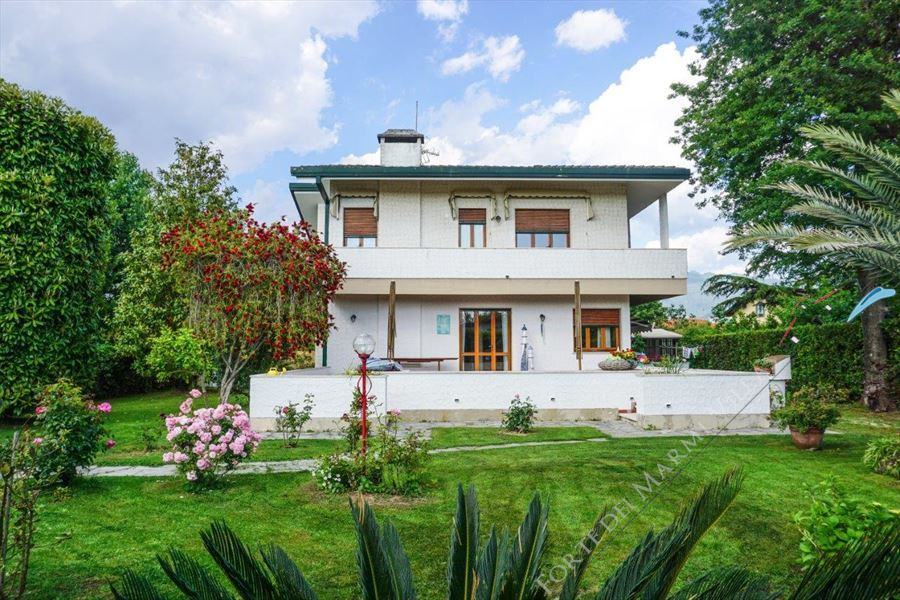 Villa Bixio Detached villa  to rent  Forte dei Marmi