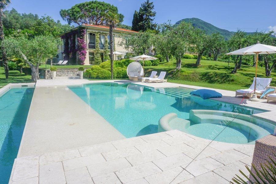 Villa Livia - Detached villa for Sale Camaiore