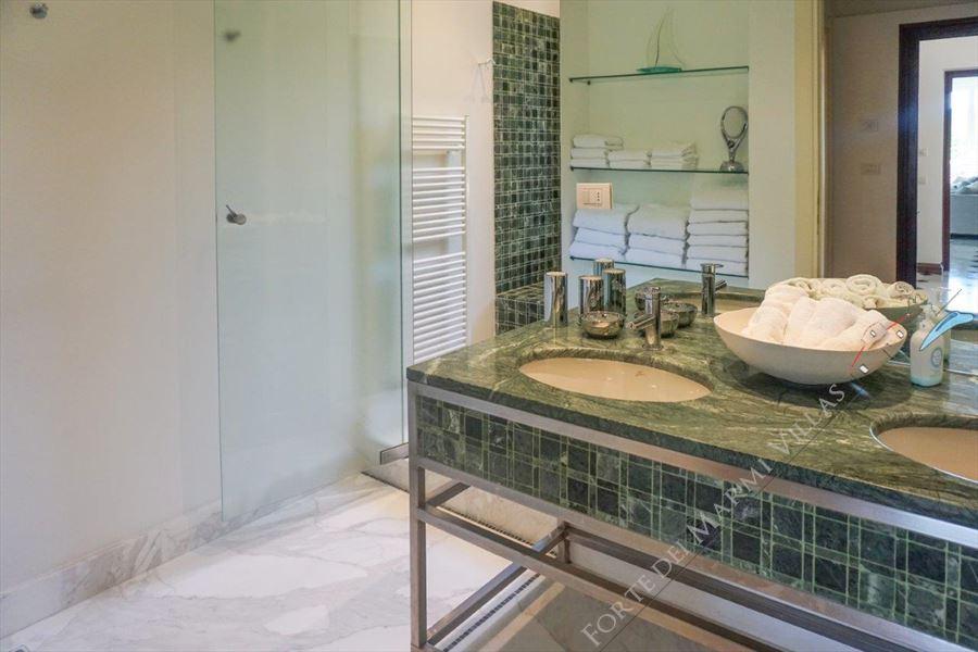 Villa Livia : Bathroom with shower