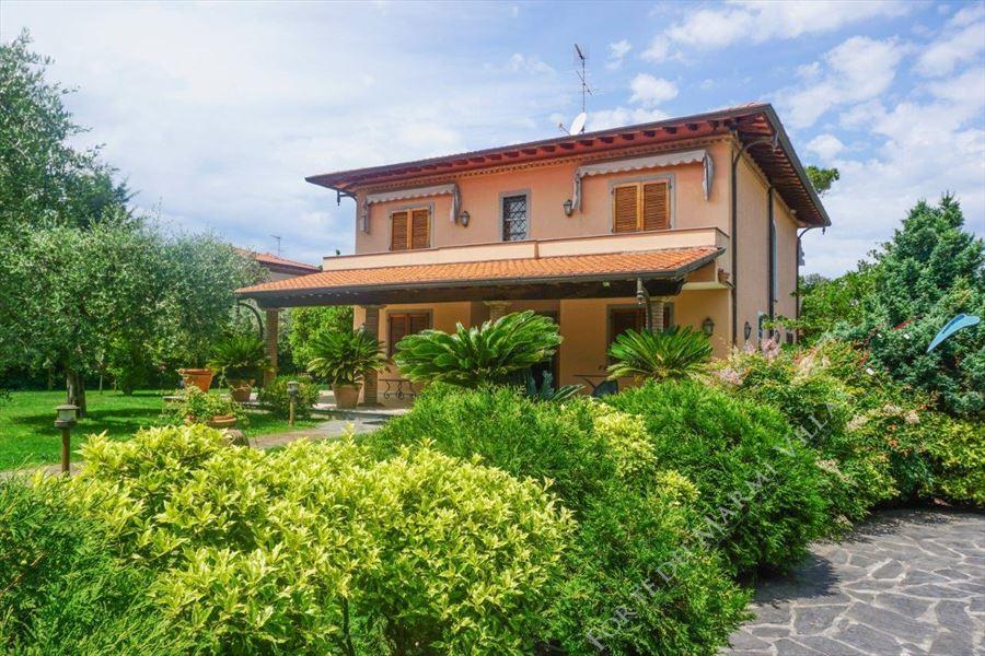 Villa Pietrasantese - Detached villa Marina di Pietrasanta