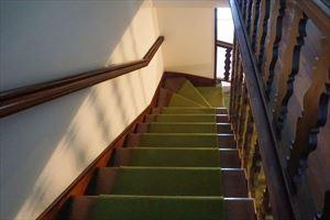 Villa Bussola Domani : мраморная лестница