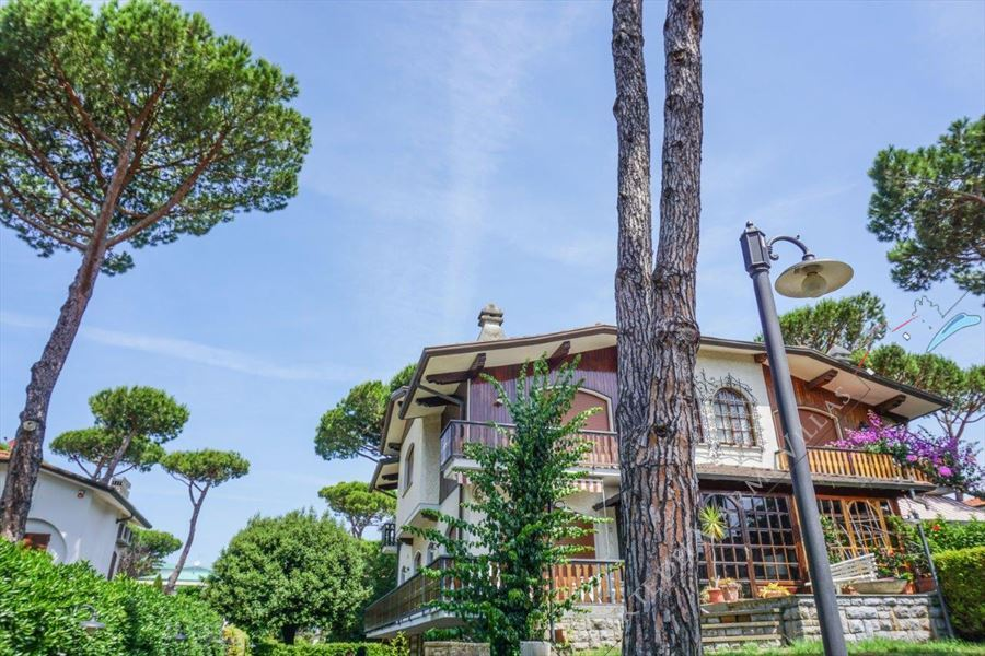 Villa Bussola Domani semi detached villa for sale Lido di Camaiore